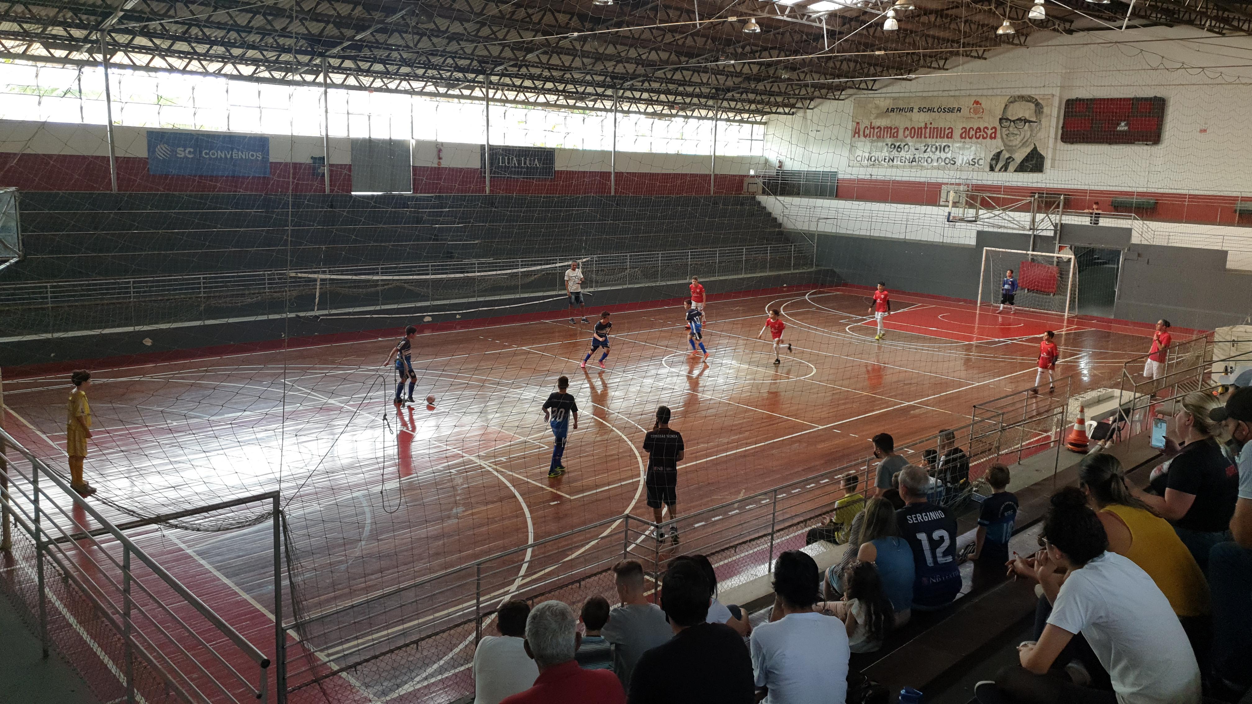 Escolinha de futebol participa de amistoso contra time de Botuverá