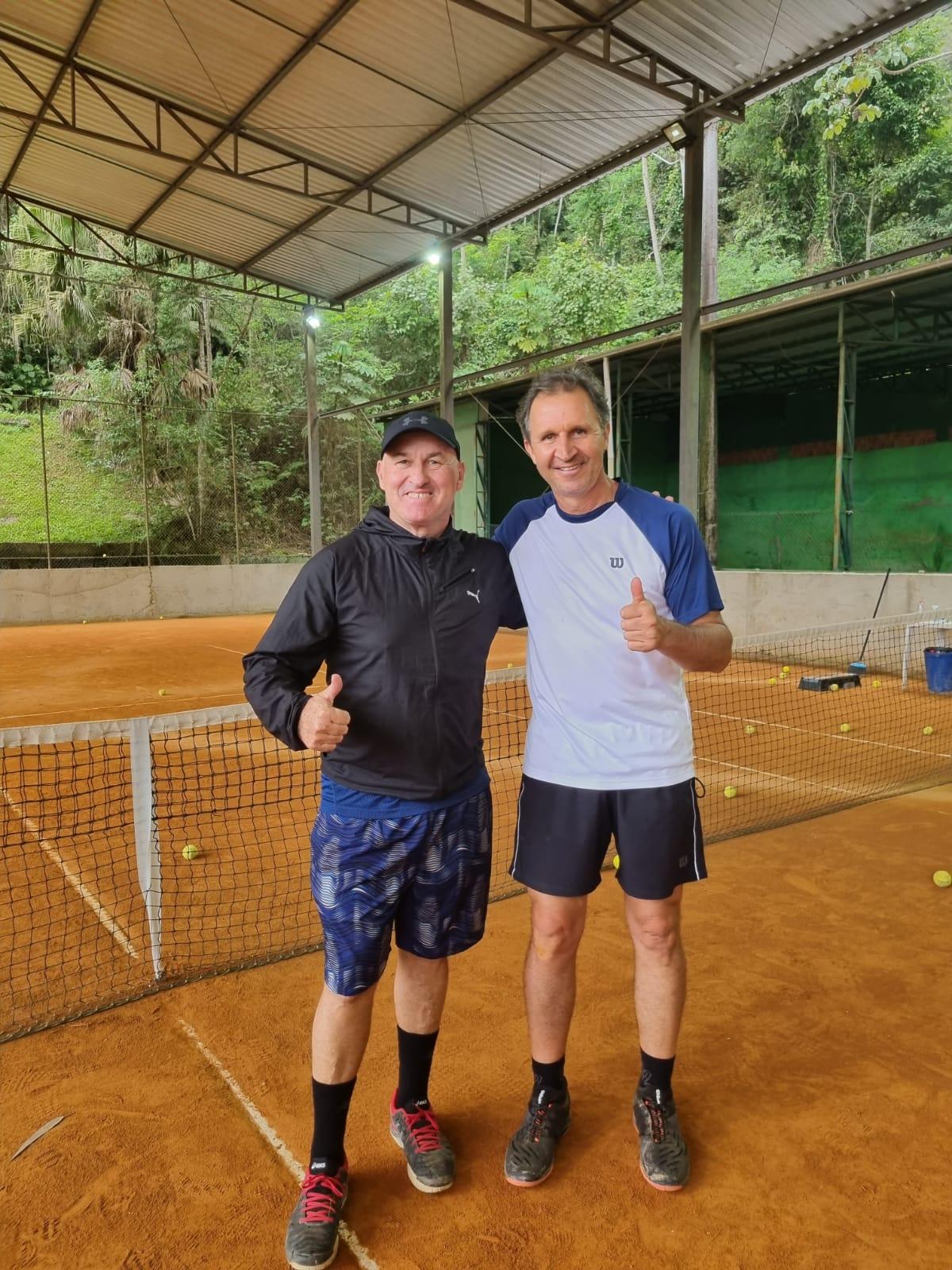 Professor de tênis do Bandeirante participa de curso em Blumenau