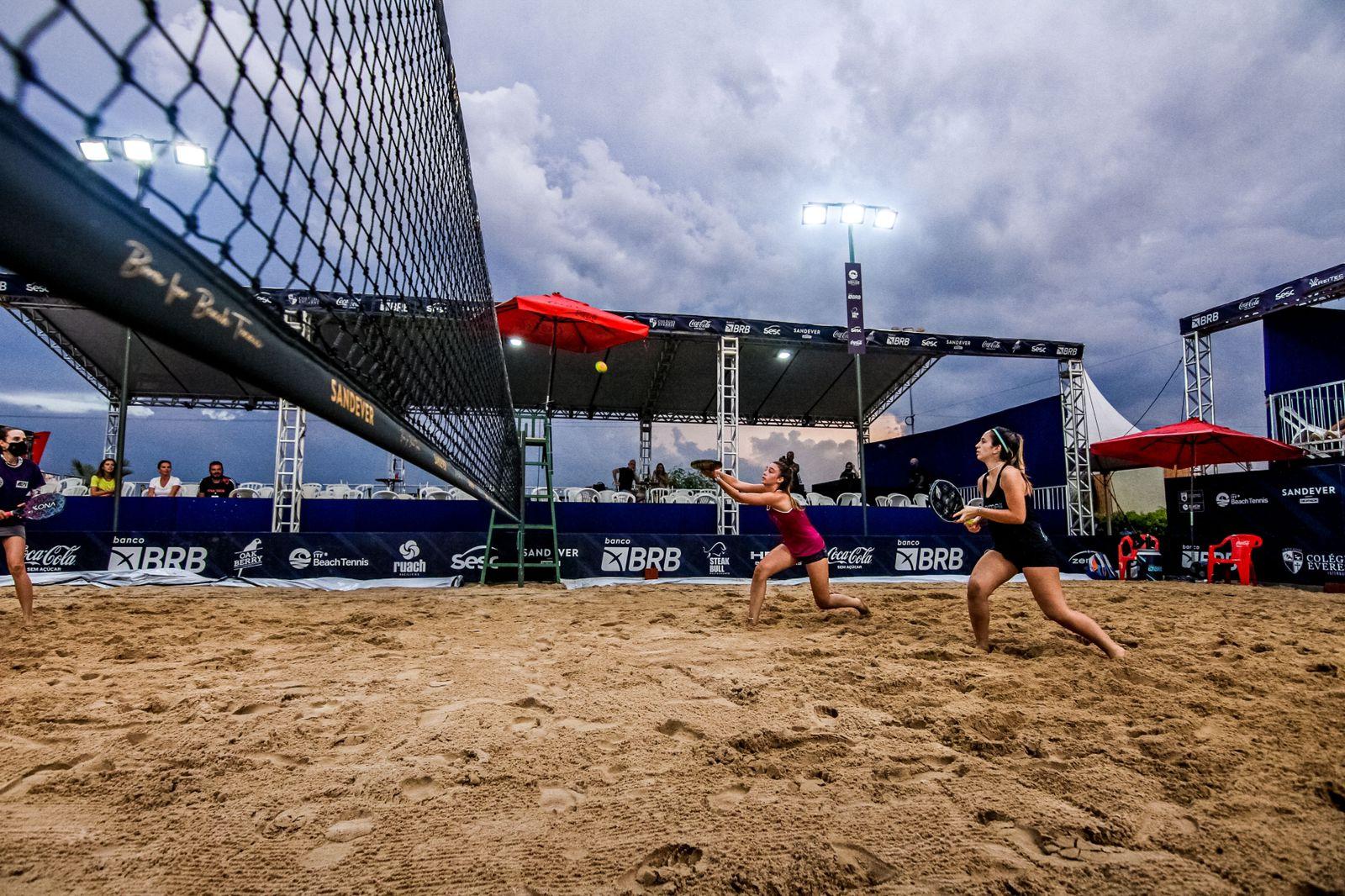 Atletas do Bandeirante se destacam em competições de Beach Tennis